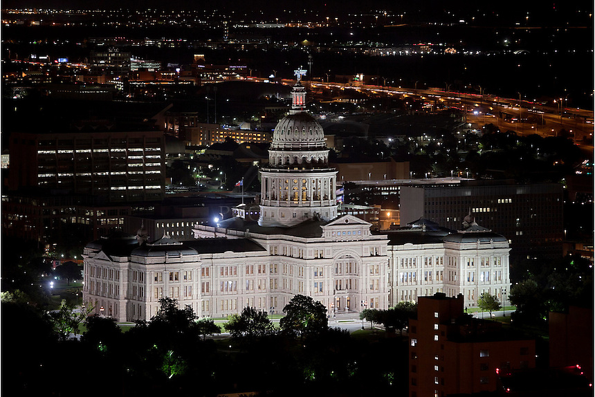 This image is one of my favorite views of the Texas Capitol at night. Taken from a nearby condominium in downtown Austin, this view was captured using a telephoto lens.