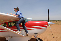 Uganda Karamoja , Pilotin der MAF in einer Cessna , MAF Mission Aviation Fellowship ist ein christlicher Flugdienst, der fuer christliche Missionswerke , NGO s , Organisationen fliegt / Uganda  Karamoja , woman Pilot in Cessna aircraft of MAF Mission Aviation Fellowship which works for christian missions, NGO, organisation to transport people and relief goods