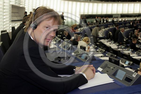 STRASBOURG - FRANCE - 20 JULY 2004 -- EU-Parliament session in Strassbourg.--MEP Lasse LEHTINEN (Fin/ALDE) in the hemicycle.--PHOTO: JUHA ROININEN / EUP-IMAGES.COM.