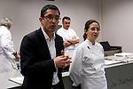 Jose Maria Aizega (L) presenta junto a Elena Arzak (R) la Masterclass en el Basque Culinary Center