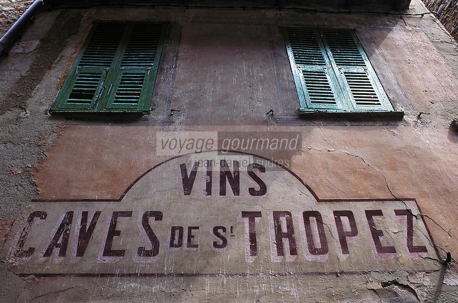 France/06/Alpes-Maritimes/Arrière pays niçois/Sospel: Détail maison et publicité murale [Non destiné à un usage publicitaire - Not intended for an advertising use]