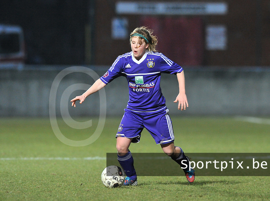 Waasland Beveren Sinaai Girls - RSC Anderlecht : Laura Deloose.foto DAVID CATRY / Nikonpro.be
