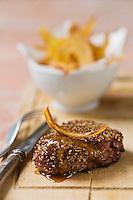 Steak au poivre, pommes couteaux - recette de Christian Constant  EXCLU: EDITION LIVRE CUISINE DU SUD-OUEST