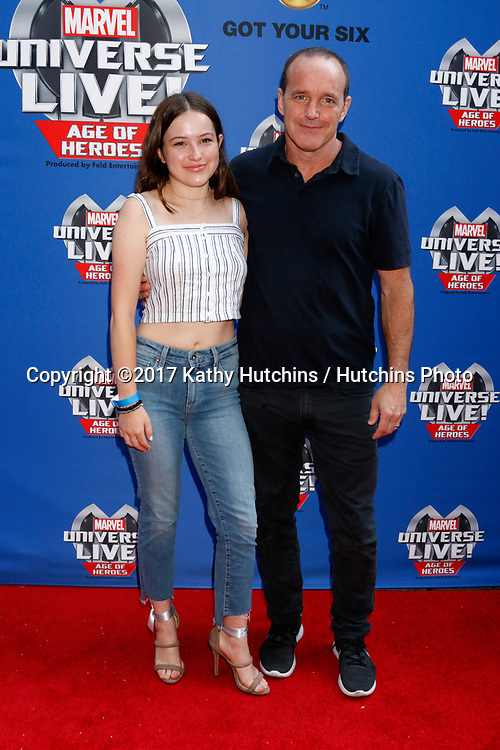 LOS ANGELES - JUL 8:  Stella Gregg, Clark Gregg at the Marvel Universe Live Red Carpet at the Staples Center on July 8, 2017 in Los Angeles, CA