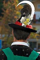 Italien, Suedtirol, bei Meran, Schenna: Trachtler der Musikkapelle Schenna, der Dirigent, Rueckansicht   Italy, Alto Adige, South Tyrol, near Merano, Scena: man in traditional costumes, back view