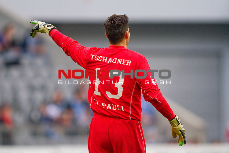03.11.2012, Allianz Arena, Muenchen, GER, 2.FBL, TSV 1860 Muenchen vs. FC St. Pauli, im Bild  Philipp Tschauner (P #13) / Foto © nph / Straubmeier *** Local Caption ***