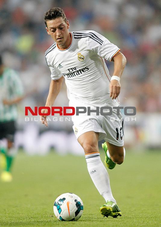 Real Madrid's Mesut Ozil during La Liga match.August 18,2013. Foto © nph / Acero)