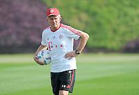 Fussball 1. Bundesliga:  Saison   2011/2012    Winter Trainingslager des FC Bayern Muenchen  03.01.2012 Trainer Jupp Heynckes mit Ball