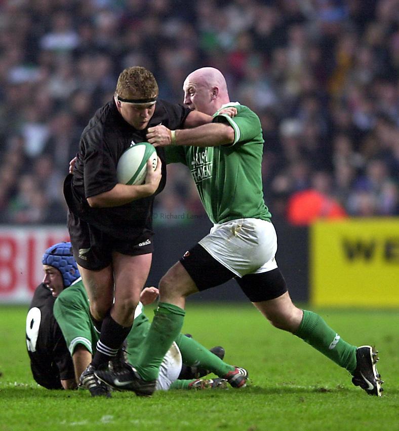 Photo. Richard Lane. .Ireland v New Zealand at Lansdowne Road, Dublin. 17-11-2001.Greg Somerville hands off Keith Wood.