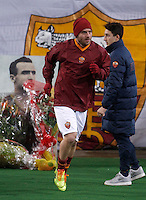Calcio, Serie A: Roma vs Cagliari. Roma, stadio Olimpico, 25 novembre 2013.<br /> AS Roma midfielder Daniele De Rossi enters the pitch after paying homage to past forward Amedeo Amadei prior to the start of the Italian Serie A football match AS Roma and Cagliari between AS Roma and Cagliari at Rome's Olympic stadium, 25 November 2013. Amadei passed away on 24 November at 92.<br /> UPDATE IMAGES PRESS/Isabella Bonotto