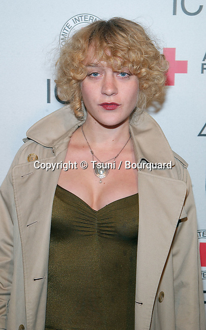 """Chloe Sevigny arriving at the Michel comte auction to benefit """" People and Place with No Name """" in assocoation with the International Red Cross at the Ace Gallery in Los Angeles. March 19, 2002.            -            SevignyChloe03.jpg"""