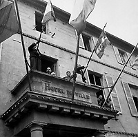 General Charles de Gaulle, President of the French Committee of National Liberation, speaks to the people of Cherbourg from the balcony of the City Hall during his visit to the French port city on August 20, 1944.  (OWI)<br /> NARA FILE #:  208-MFI-5H-1<br /> WAR &amp; CONFLICT BOOK #:  1056