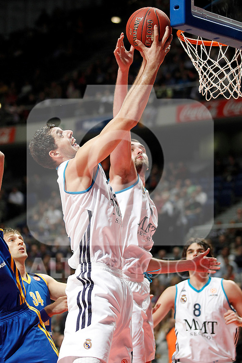 Real Madrid's Nikola Mirotic (l) and Mirza Begic during Euroleague 2012/2013 match.November 23,2012. (ALTERPHOTOS/Acero)