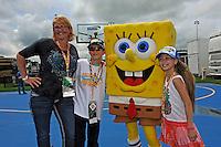 Sponge Bob meets his fans.