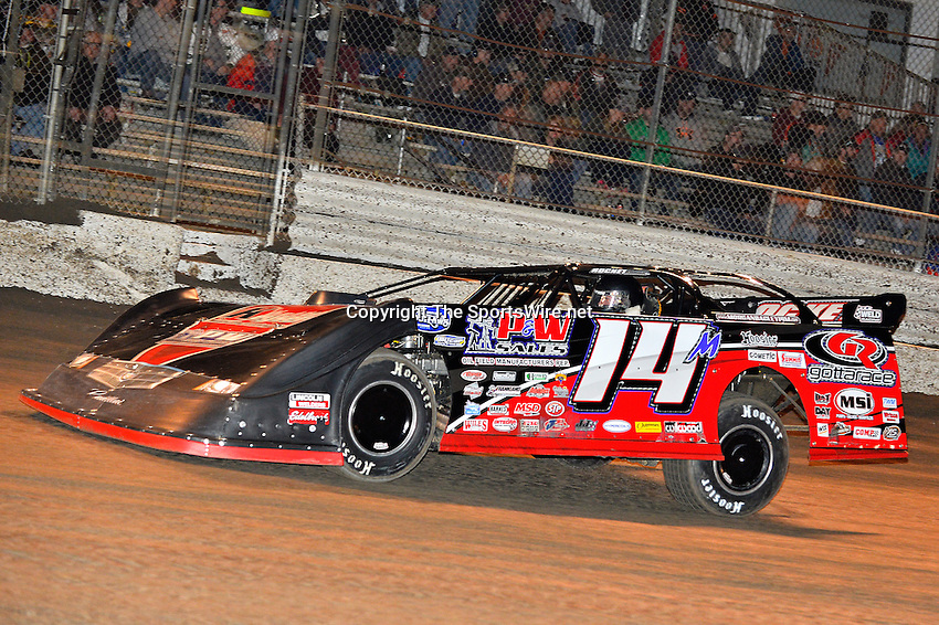 Feb 17, 2014; 7:21:00 PM;  Barberville, FL, USA;  World of Outlaws Late Model Series for 43rd Annual DIRTcar Nationals presented by Summit Racing Equipment at Volusia Speedway Park.  Mandatory Credit: (thesportswire.net)