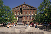 AJ4430, Boston, Marketplace, Faneuil Hall, Quincy Market, Massachusetts, Plaza and statue of Sam Adams at Faneuil Hall in downtown Boston in the state of Massachusetts.