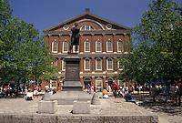 AJ4430, Boston, Marketplace, Faneuil Hall, Quincy Market, Massachusetts, Plaza and statue of Sam Adams at Faneuil Hall in downtown Boston in the state of Massachusetts.