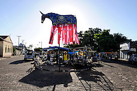 Praça decorada em Vitória do Mearim. Maranhão. 2008. Foto de Rogério Reis.