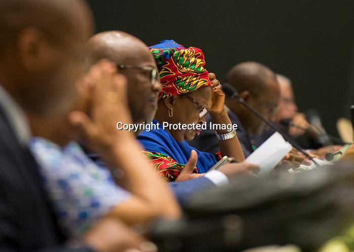 72 General Debate – 20 September <br /> <br /> Delegates working on their speech.