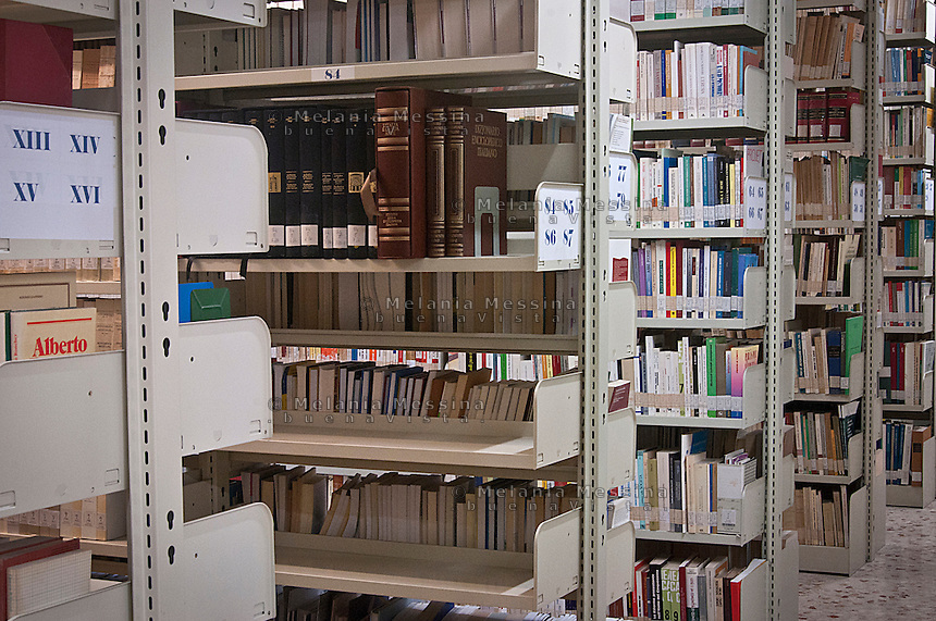 Palermo: Centro Arrupe, la ricchissima biblioteca<br />