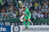MEDELLIN - COLOMBIA, 29-05-2019: Hayen Palacios del Nacional disputa el balón con Caio Henrique del Fluminense durante partido de vuelta entre Atlético Nacional de Colombia y Fluminense de Brasil por los dieciseisavos de final de la Copa CONMEBOL Sudamericana 2019 jugado en el estadio Atanasio Girardot de la ciudad de Medellín. / Hayen Palacios of Nacional vies for the ball with Caio Henrique of Fluminense during second leg match between Atletico Nacional of Colombia and Fluminense of Brazil for the sixteenth-finals as part of the Copa CONMEBOL Sudamericana 2019 played at Atanasio Girardot stadium of Medellin city. Photo: VizzorImage / Leon Monsalve / Cont