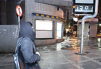 SÃO PAULO, SP, 13/07/2012, FRIO.  Madrugada gelada na capital paulista nessa Sexta-feira (13), com o vento a sensação termica chegava aos 7ºC.  Luiz Guarnieri/ Brazil Photo Press