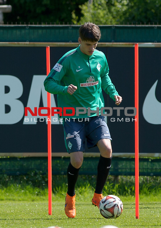 15.05.2015, Trainingsgelaende, Bremen, GER, 1.FBL, Training Werder Bremen, im Bild Luca Zander (Bremen #19)<br /> <br /> Foto &copy; nordphoto / Frisch
