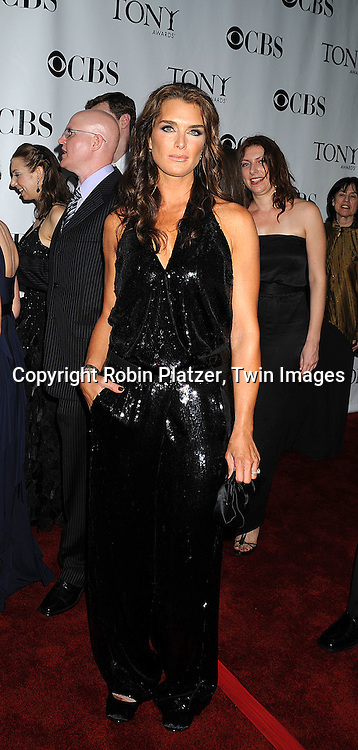 Brooke Shields .posing for photographers at the 62nd Annual Tony Awards.on June 15, 2008 at Radio City Music Hall. ..Robin Platzer, Twin Images