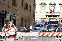 Roma, 2 Agosto 2011.Piazza Navona.Presidio davanti al Senato di PD, lasciateCIEntrare, CGIL contro il Decreto Maroni sui rimpatri, che prevede fra l'altro l'estensione del termine di trattenimento nei CIE fino a 18 mesi.