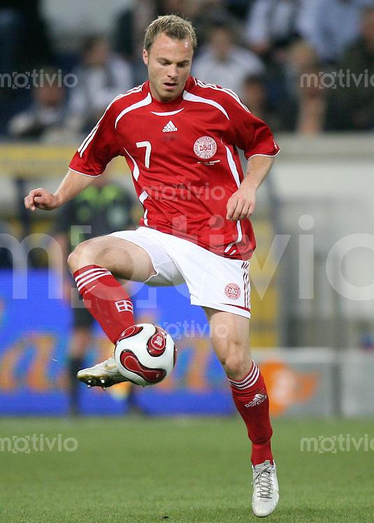 Fussball  International  2006/20007 Lars JACOBSEN (Daenemark), Einzelaktion am Ball