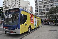 """Campinas (SP), 14/05/2020 - Agasalho-SP - As empresas do transporte de Campinas iniciam nesta quinta-feira (14) a Campanha do Agasalho 2020. Em meio a pandemia, o slogan da ação é """"O frio não fica em quarentena"""", e além de roupas, a campanha faz também neste ano a arrecadação de alimentos, para famílias de baixa renda. O ônibus da campanha, que ficará estacionado diariamente no Largo do Rosário servirá para o recebimento das doações."""