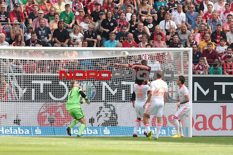 17.08.2013, Commerzbank-Arena, Frankfurt am Main, GER, 1. Bundesliga, 2. Spieltag, Eintracht Frankfurt vs Bayern M&uuml;nchen, im Bild Alexander Meier (Eintracht Frankfurt, #14) erzielt das 1:1 - Abseits, Manuel Neuer (Bayern M&uuml;nchen, #1) und Dante Bonfim Costa Santos (Bayern M&uuml;nchen, #4)<br /> <br /> <br /> Foto &copy; nph / Schwarz