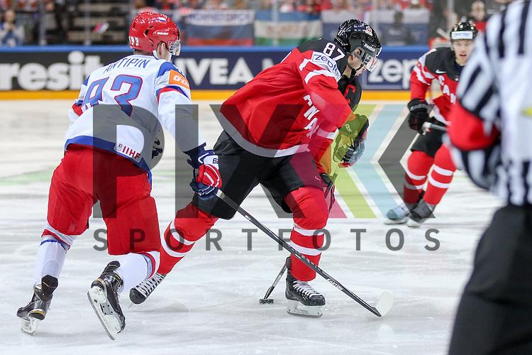 Canadas Crosby, Sidney (Nr.87) im Zweikampf mit Russlands Antipin, Viktor (Nr.93)(Metallurg Magnitogorsk)  im Spiel IIHF WC15 Finale Russia vs. Canada.<br /> <br /> Foto &copy; P-I-X.org *** Foto ist honorarpflichtig! *** Auf Anfrage in hoeherer Qualitaet/Aufloesung. Belegexemplar erbeten. Veroeffentlichung ausschliesslich fuer journalistisch-publizistische Zwecke. For editorial use only.