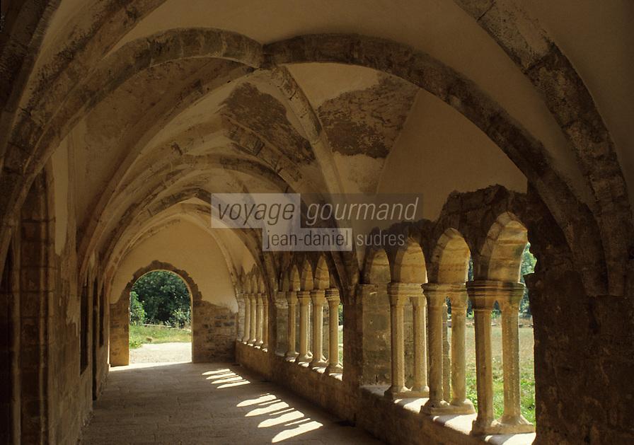 Europe/France/Midi-Pyrénées/12/Aveyron/Sylvanès : Abbaye de Sylvanès - Le cloître - Ancienne abbaye Cistercienne classée monument historique en 1854