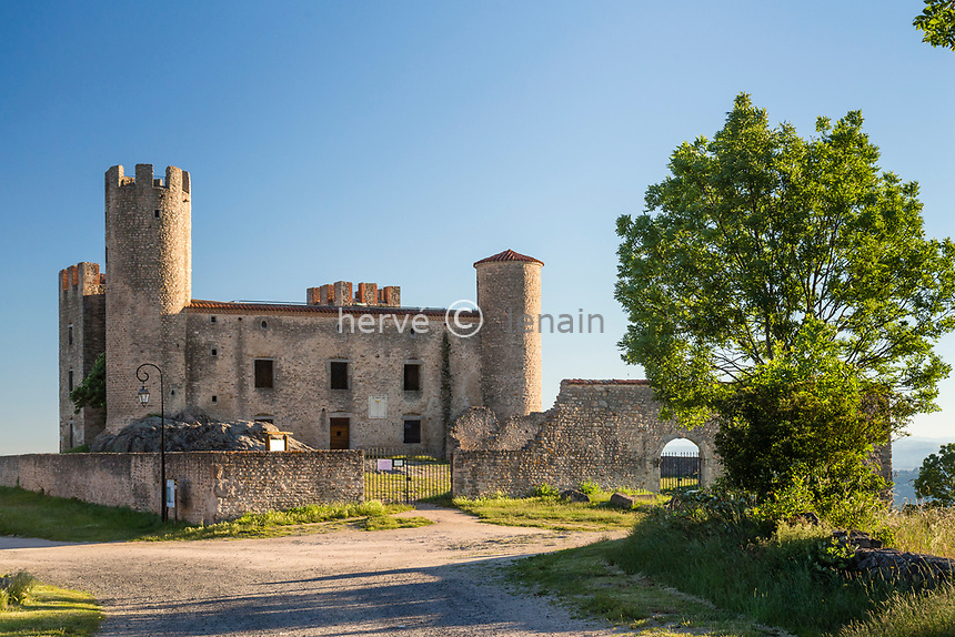 France, Loire (42), Chambles, château d'Essalois