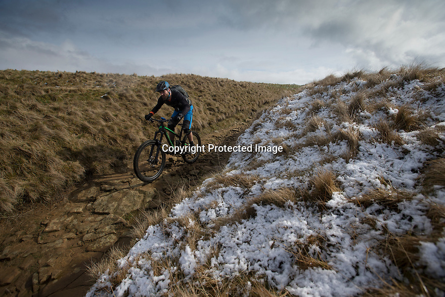10/04/16 <br /> <br /> A cyclist makes his way down Rushup Edge near Chapel-en-le-Frith after overnight snowfall in the Derbyshire Peak District.<br /> <br /> All Rights Reserved: F Stop Press Ltd. +44(0)1335 418365   +44 (0)7765 242650 www.fstoppress.com