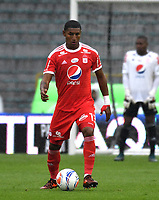 BOGOTA - COLOMBIA - 04 – 03 - 2018: Juan Camilo Angulo, jugador de America de Cali, en acción, durante partido de la fecha 6 entre Millonarios y America de Cali, por la Liga Aguila I 2018, jugado en el estadio Nemesio Camacho El Campin de la ciudad de Bogota. / Juan Camilo Angulo, player of America de Cali, in action during a match of the 6th date between Millonarios and America de Cali, for the Liga Aguila I 2018 played at the Nemesio Camacho El Campin Stadium in Bogota city, Photo: VizzorImage / Luis Ramirez / Staff.