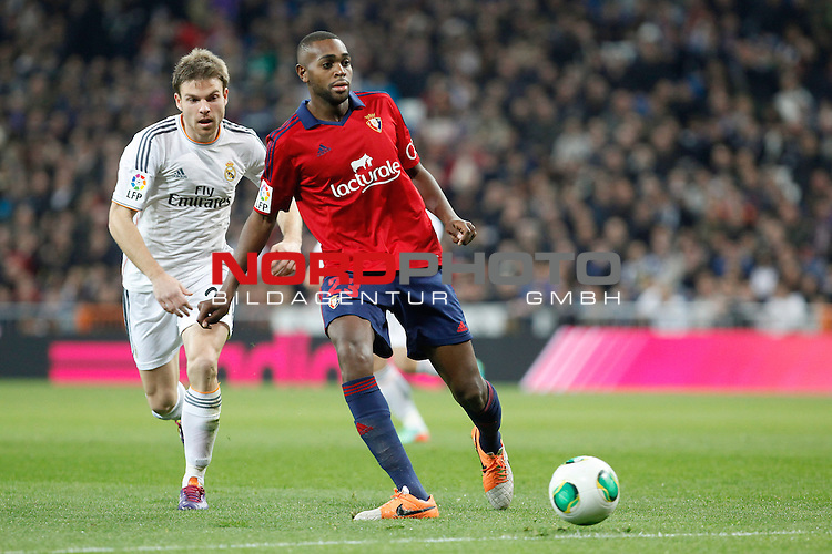 Real Madrid¬¥s Illarra (L) and Osasuna¬¥s Raoul Loe during King¬¥s Cup match in Santiago Bernabeu stadium in Madrid, Spain. January 09, 2014. Foto © nph / Victor Blanco)