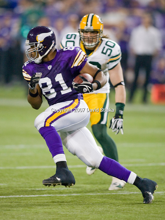 Tight end Visanthe Shiancoe #81 of the Minnesota Vikings gains yardage after a reception during an NFL football game against the Green Bay Packers at Hubert H. Humphrey Metrodome on September 30, 2007 in Minneapolis, Minnesota. The Packers beat the Vikings 23-16. (Photo by David Stluka)