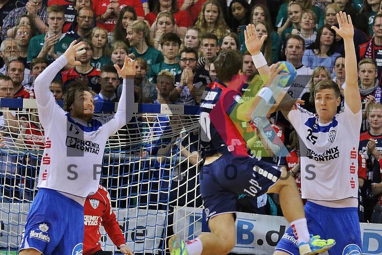 Flensburg, 16.05.2015, Sport, Handball, DKB Handball Bundesliga, Saison 2014/2015, SG Flensburg-Handewitt - TBV Lemgo : Timm Schneider (TBV Lemgo, #19), Thomas Mogensen (SG Flensburg-Handewitt, #10), Finn Lemke (TBV Lemgo, #25)<br /> <br /> Foto &copy; P-I-X.org *** Foto ist honorarpflichtig! *** Auf Anfrage in hoeherer Qualitaet/Aufloesung. Belegexemplar erbeten. Veroeffentlichung ausschliesslich fuer journalistisch-publizistische Zwecke. For editorial use only.