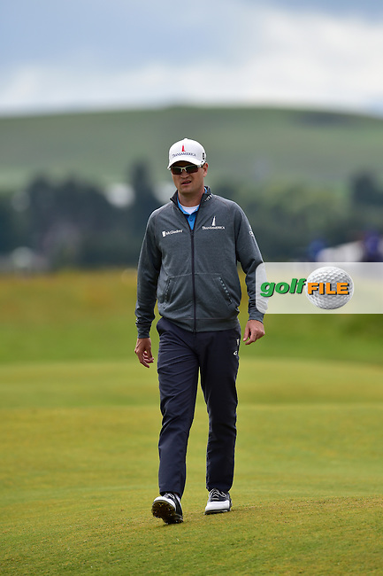 Zach JOHNSON (USA) walks to his 2nd shot on the 5th hole Friday's Round 2 of the 144th Open Championship, St Andrews Old Course, St Andrews, Fife, Scotland. 17/07/2015.<br /> Picture Eoin Clarke, www.golffile.ie