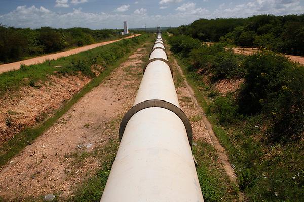 Marco_CE, Brasil.<br /> <br /> Agua para Todos (Infraestrutura - Perimetro de Irrigacao do Baixo Icarau) em Marco, Ceara.<br /> <br /> Agua para Todos (Infrastructure - Perimeter Irrigation of Baixo Icarau) in Marco, Ceara.<br /> <br /> Foto:  BRUNO MAGALHAES / NITRO