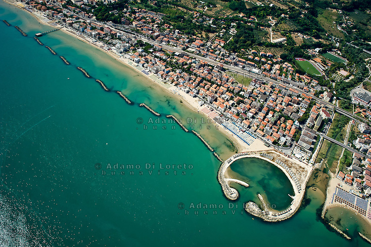 PESCARA 19/07/2012:Foto aere della costa abruzzese. Nella foto una veduta della costa di Francavilla al MAre - Chieti -.  Foto Adamo Di Loreto/BuenaVista*photo