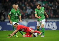 FUSSBALL   1. BUNDESLIGA   SAISON 2011/2012    12. SPIELTAG SV Werder Bremen - 1. FC Koeln                              05.11.2011 Philipp BARGFREDE (re, Bremen) und Marko ARNAUTOVIC (Mitte, beide Bremen)  gegen Lukas PODOLSKI (li, Koeln)