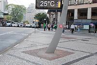 SÃO PAULO-SP-24,10,2014-CLIMA TEMPO SÃO PAULO - A temperatura chega aos 30° na capital paulista.Local:Praça da República/Praça da Sé.Região central da cidade de São Paulo,na tarde dessa Sexta-Feira,24(Foto:Kevin David/Brazil Photo Press)