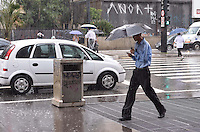SAO PAULO, 07 DE MARCO DE 2013 - CLIMA  TEMPO SP - Chuva atinge a capital na regiao central, na tarde desta quinta feira, 07. (FOTO: ALEXANDRE MOREIRA / BRAZIL PHOTO PRESS)