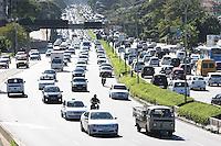 SAO PAULO, SP, 18/05/2012, TRANSITO.  A Av. 23de Maio apresenta transito intenso na manha de hohe (18).   Luiz Guarnieri/ Brazil Photo Press