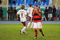 ATENCAO EDITOR: FOTO EMBARGADA PARA VEÍCULOS INTERNACIONAIS. - RIO DE JANEIRO, RJ, 30 DE SETEMBRO DE 2012 - CAMPEONATO BRASILEIRO - FLAMENGO X FLUMINENSE - Bottinelli, jogador do Flamengo, lamenta o penalti perdido durante partida contra o Fluminense, pela 27a rodada do Campeonato Brasileiro, no Stadium Rio (Engenhao), na cidade do Rio de Janeiro, neste domingo, 30. FOTO BRUNO TURANO BRAZIL PHOTO PRESS