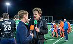 AMSTELVEEN - jeroen Mansier van Hockey.nl met Rob Reckers,   voor    de hockeyinterland Nederland-Ierland (7-1) , naar aanloop van het WK hockey in India.  COPYRIGHT KOEN SUYK