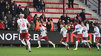 KVK KORTRIJK - SV ZULTE WAREGEM :<br /> Teddy Chevalier viert de 4-2 voor de ogen van de bezoekende supporters<br /> <br /> Foto VDB / Bart Vandenbroucke